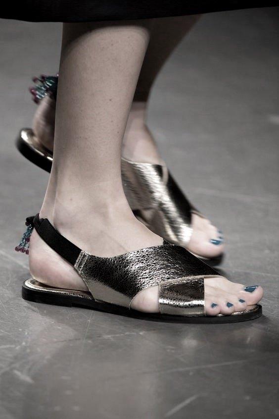 100 Clasicos Moda Sandalias